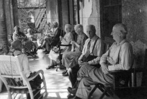 Sitting_Room_At_The_Braeside_Home_In_Preston_Ontario,_1947_(5933797538)